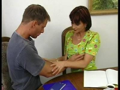Haarige Hausfrauen Möse mit dicken Titten braucht es von einem dicken Schwanz so richtig gefickt zu werden