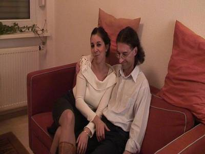 Salma die geile Pornomaus mit rasierter Muschi und schönen Titten dreht privat mit eine Fan und kommt dabei richtig auf Ihre Kosten