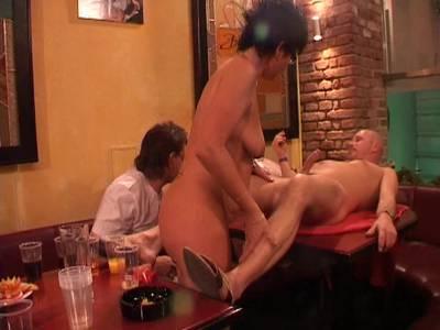 Swingerparty mit Omas - Gilf Porno gruppensex